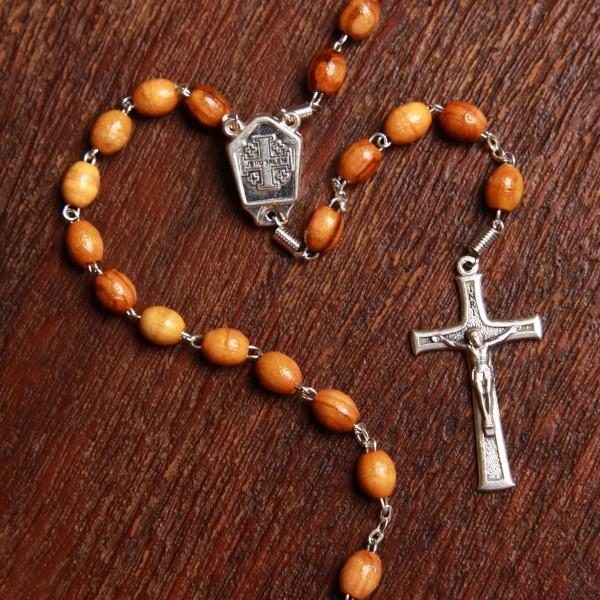Rosenkranz mit dem Jerusalemkreuz und Erde